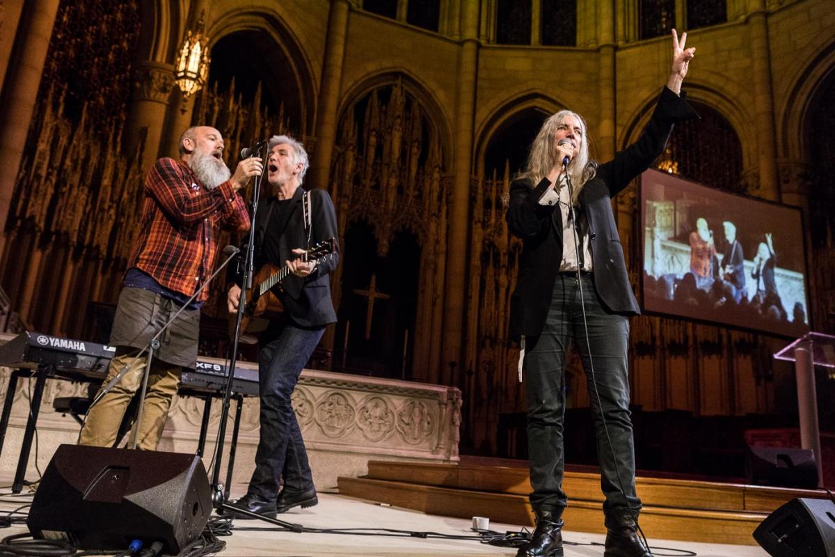 Patti Smith w/ Michael Stipe & Tony Shanahan